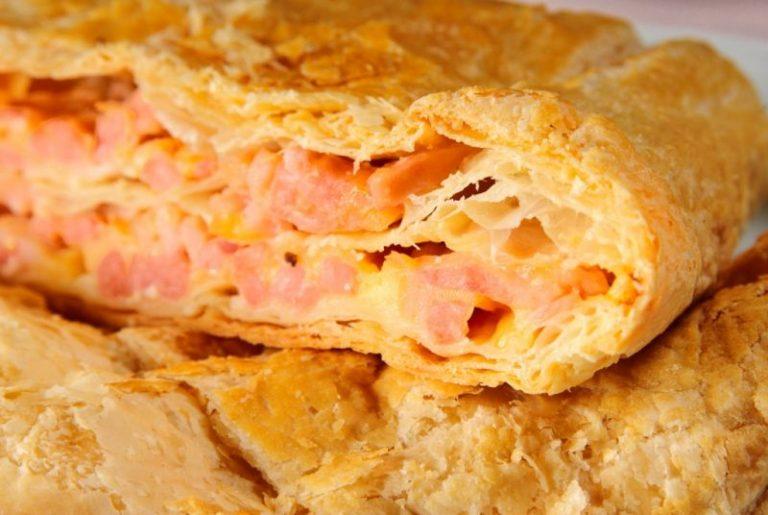 Слойки с сыром и ветчиной из слоеного теста рецепт пошагово